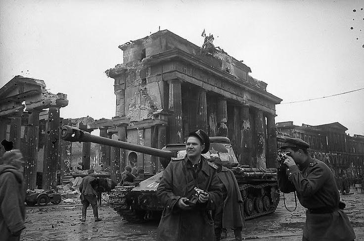 Rusadas: El album fotográfico definitivo de la Segunda Guerra Mundial: 1945, Army Photographer, Wwii, Red Army, Berlin, Photographer Yevgeny, War Ii