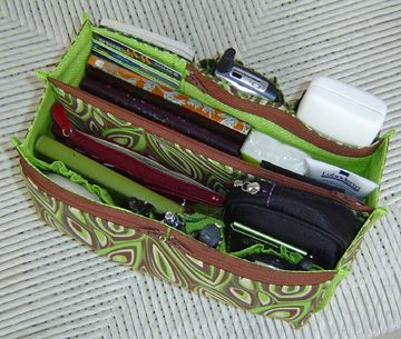 purse organizer pattern . . . this would be nice inside a diaper bag or to change from purse to purse.