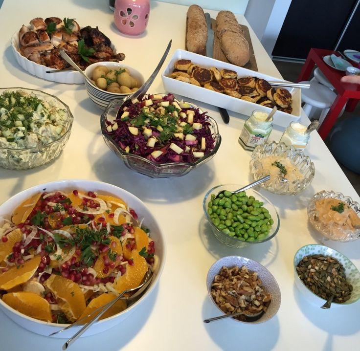 Madværkstedet: Frokostbuffet med farverige salater og grillet kylling
