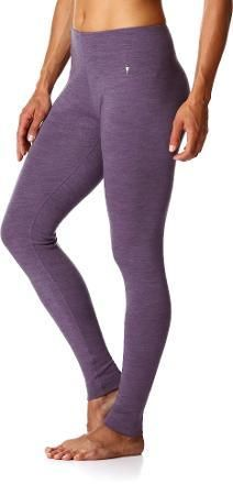 Keep her legs warm this holiday season! The SmartWool Midweight long underwear bottoms for women are ideal for stop-and-go activities in cold weather.