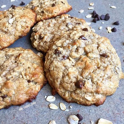 Oatmeal Chocolate Chip Protein Cookies  Recipe Cred: @no_excuses_chick  Makes 6 cookies Ingredients 1/2 cup old-fashioned rolled oats or quick oats 40g vanilla or unflavored protein powder (I used Lean Body for Her Whey Isolate) 20g pancake mix (I used Kodiak Power Cakes with added protein) 2 tbsp. Truvia brown sugar blend (or 1/4 cup coconut sugar or brown sugar) 2 tbsp. Pyure organic stevia blend (or 1/4 cup granulated sugar, coconut sugar or baking stevia) 1/4 tsp. cinnamon (optional)…