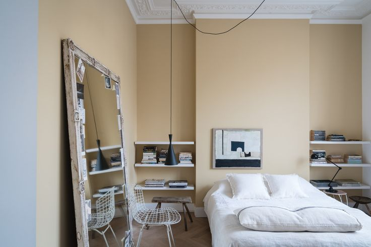 Farrow & Ball, Bedroom walls in Hay No.37 & Pavilion Gray No.242 and ceiling in Wimborne White No.239