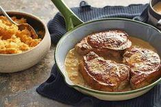 Πεντανόστιμα, ζουμερά χοιρινά μπριζολάκια χωρίς κόκκαλο με σάλτσα μουστάρδας και πουρέ καρότου. Μια συνταγή για ένα λαχταριστό πιάτο που θα το απολαύσετε κ