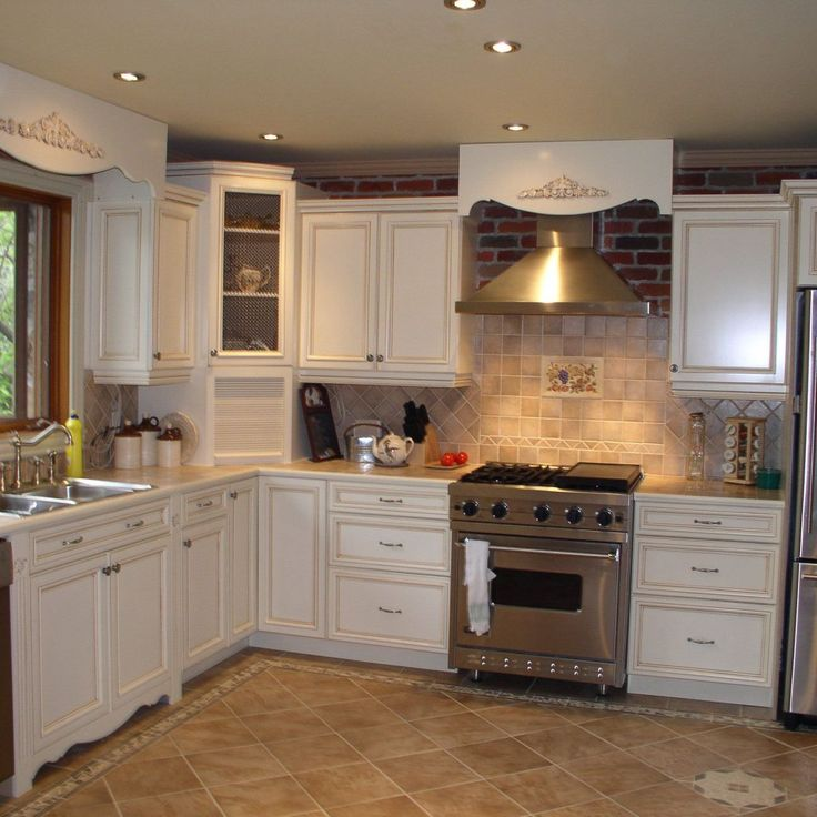If you are wanting to redesign your kitchen space and searching for inspirations, the kitchen renovation ideas we will indicate you here doubtlessly are ones you ought to never miss. Kitchen renovation is a venture that can enhance the estimation of your home, beside enhancing the usefulness of the space. Keep in mind that you will demonstrate the kitchen space to potential purchasers later on, in this manner ensure your kitchen can draw in the