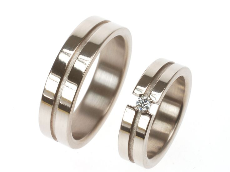 Design trouwringen van witgoud met diamant / wedding bands made of white gold and diamond