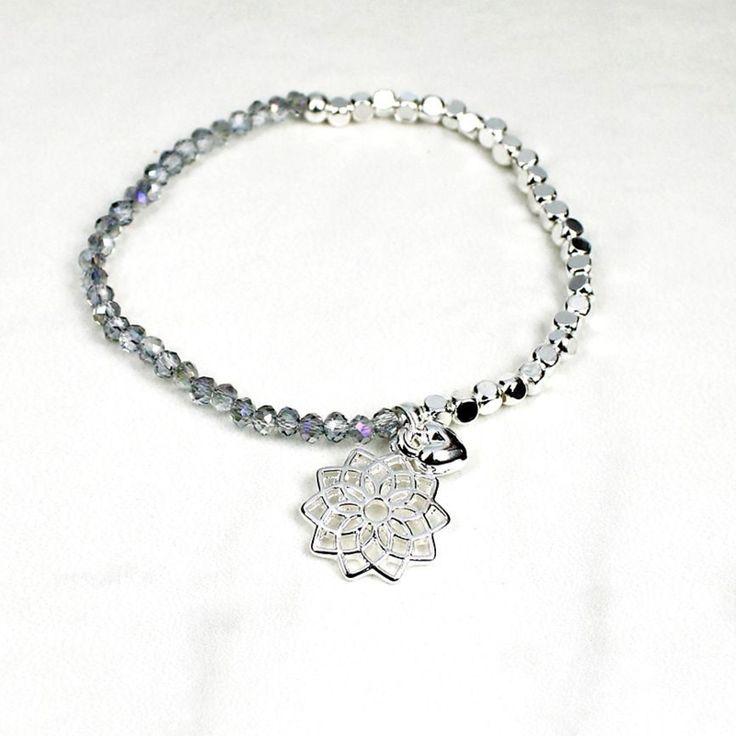 'Peace of Mind' Grijze kralen rekarmband met mandala bloem en hartje