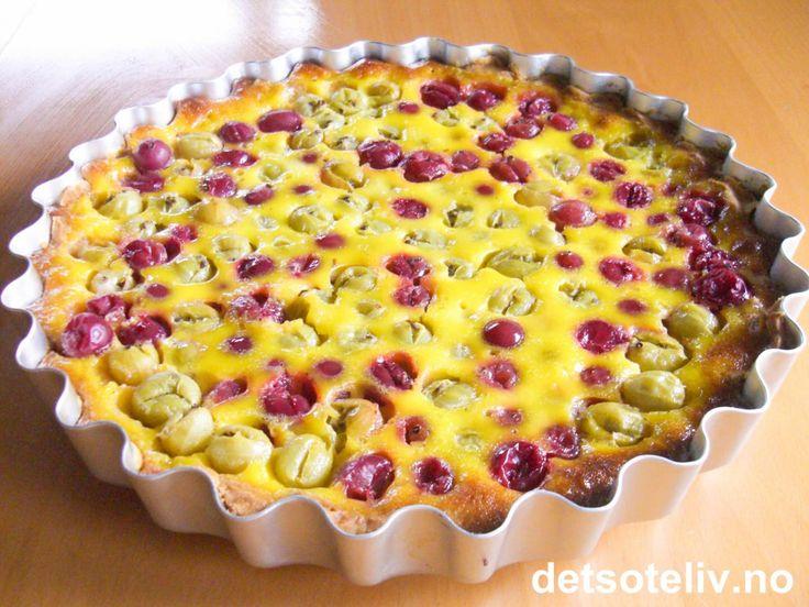 Dette er en helt utrolig nydelig pai med syrlige stikkelsbær og deilig, kremete fyll!