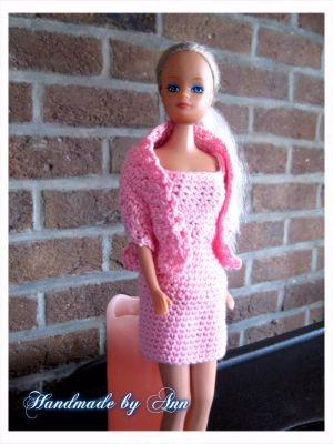 barbie jurkje met stola / barbie / poppenjurkjes | Handmade-by-ann-with-love.jouwweb.nl