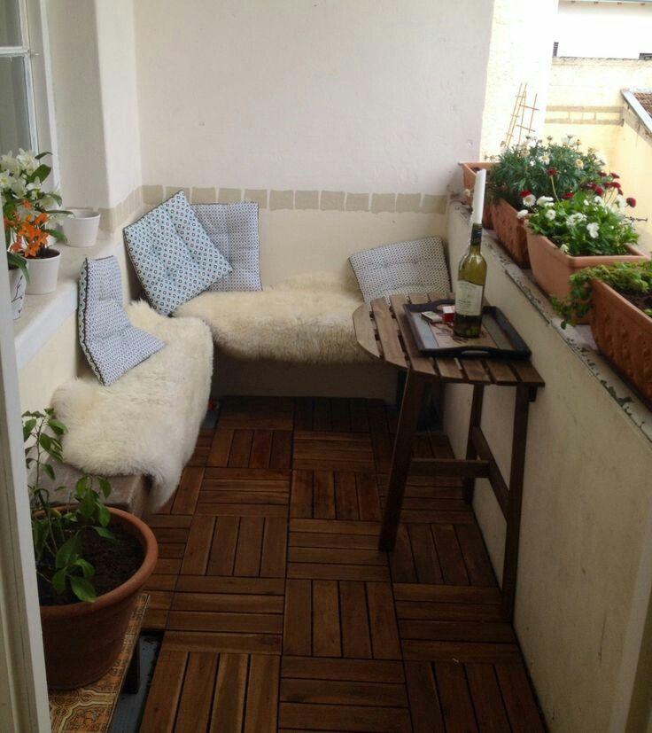 un peu de fourrure pour r chauffer le petit balcon terraceos pinterest balconies. Black Bedroom Furniture Sets. Home Design Ideas