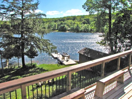 """Horseshoe Lake 19 is a """"kick your shoes off and get comfortable"""" type of cottage. Close to the Haliburton School of the Arts and great for a family. The cottage sleeps a maximum of 7 people, gradual entry beach area and pets permitted. More information about this cottage and reviews can be found on the web page."""