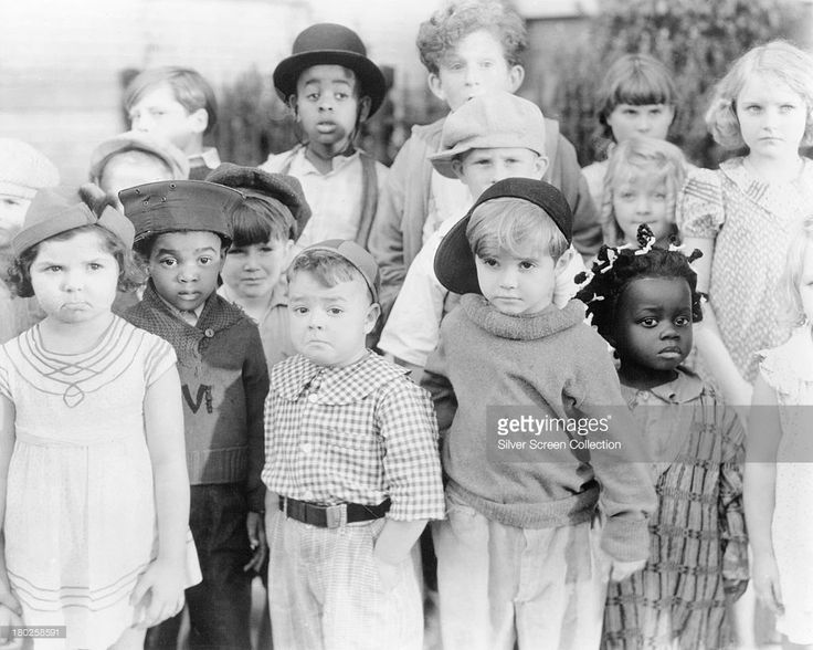 A promotional portrait of the child cast of the Hal Roach 'Our Gang' film series (aka 'The Little Rascals'), circa 1935. At far left is Eileen Bernstein and, from third left are George McFarland (1928 - 1993), Scotty Beckett (1929 - 1968) and Billie Thomas (1931 - 1980). Matthew Beard (1925 - 1981) is in the back row, wearing a bowler hat.