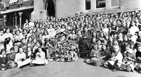 School children knit socks for WW1