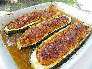 Ingrédients : des courgettes 250 g de thon en boîte égoutté 2 oignons 1 c à c bombée de pâte d'ail 10 g d'huile d'olive 200 g de tomates pelées des herbes fraiches : persil, basilic, menthe, coriandre 45 g de parmesan rapé 1 peu de gruyère rapé 300 ml...