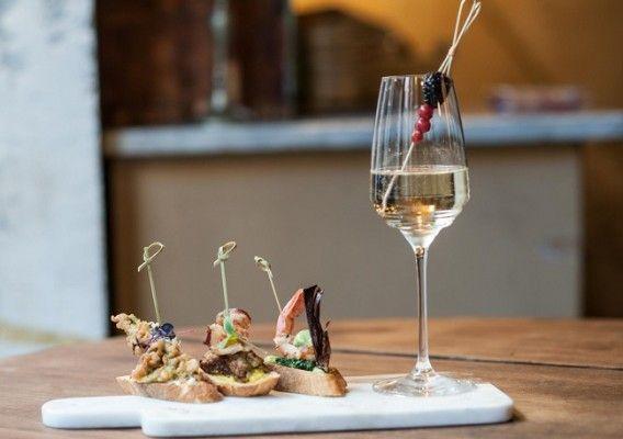 Al Quirinetta Caffè e Cucina il nuovo appuntamento del venerdì: Tapas e Champagne