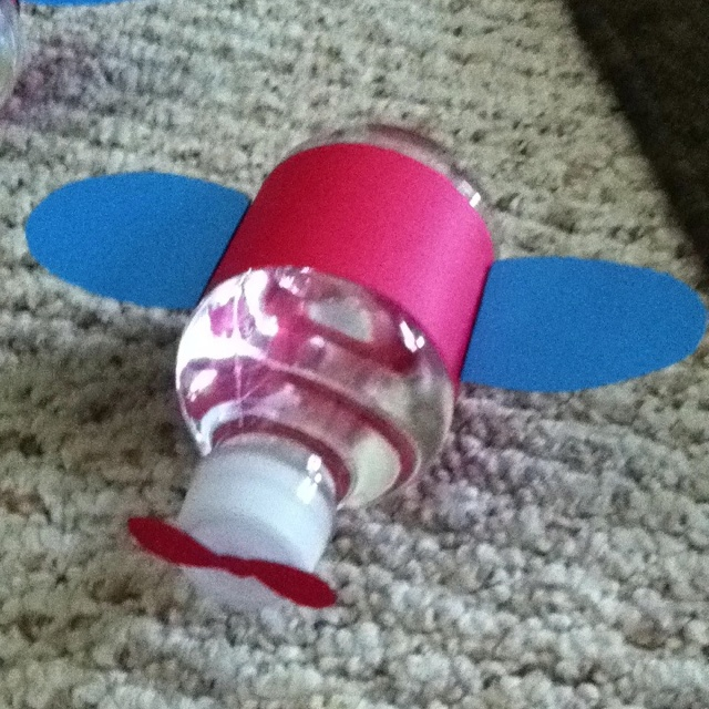 Homemade airplane water bottles for Lucas's partay!!