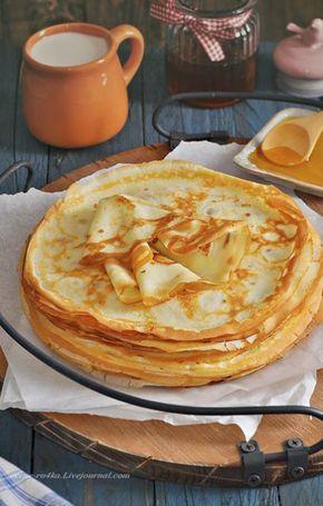 Ингридиенты: Молоко – 1л, Яйца – 6 штук, Сахар – 100 гр., Соль – 15 гр, Масло растительное –130 мл., Мука – 350 гр. В чашку влить молоко, разбить яйца, добавить соль, сахар, растительное масло, взбить слегка миксером до однородной массы. Всыпать просеянную муку, взбить миксером до растворения комочков. Жарить на среднем огне. Перед жаркой первого блина, сковороду хорошо нагреть и смазать растительным маслом. Жарить с двух сторон до румяности.