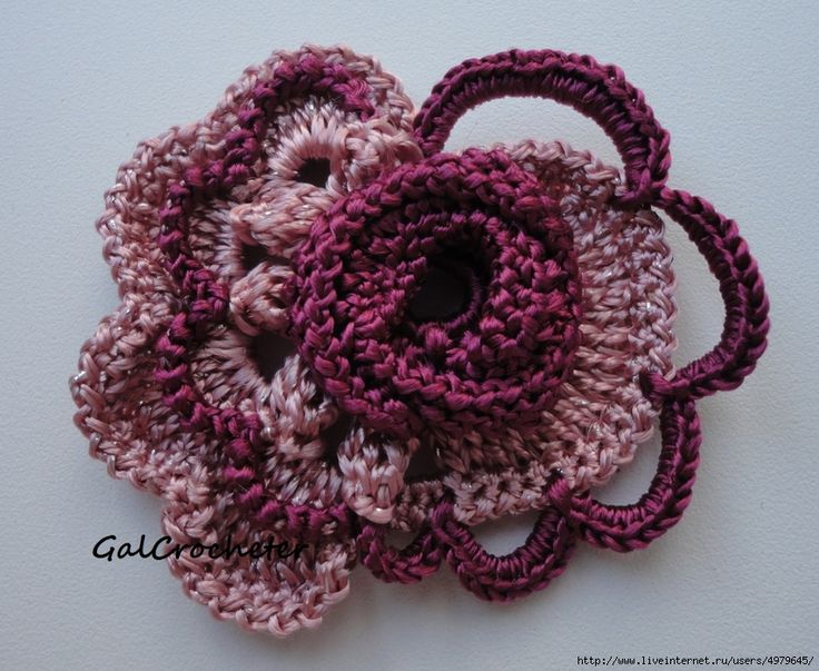 """Another pinner: """"This site has beautiful crochet flowers, its just too bad it's not in english. But there's pics, so I can still work it out."""""""