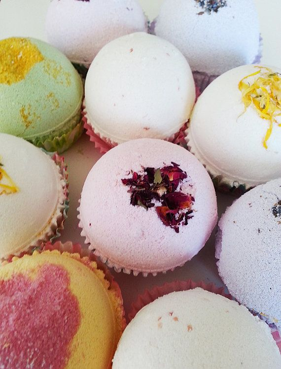 SET of 10 CUPCAKE Bath Bomb by Bullesdesucre on Etsy, $60.00