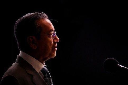 Mahathir Mohamad: 'Pembohongan' isu 1MDB ada unsur jenayah - http://malaysianreview.com/125114/mahathir-mohamad-pembohongan-isu-1mdb-ada-unsur-jenayah/