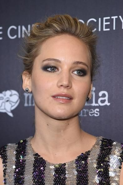 Jennifer Lawrence Looking For House With Chris Martin? 'The Mockingjay 2' Star May End Up Being Neighbors With Gwyneth Paltrow? - http://imkpop.com/jennifer-lawrence-looking-for-house-with-chris-martin-the-mockingjay-2-star-may-end-up-being-neighbors-with-gwyneth-paltrow/