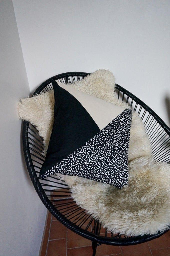 Polhoo ! Coussin motif noir et blanc - pillow - cushion