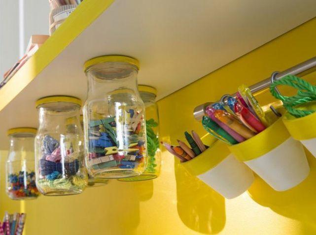 rangement chambre d'enfants, pour retrouver les pots à la bonne place...