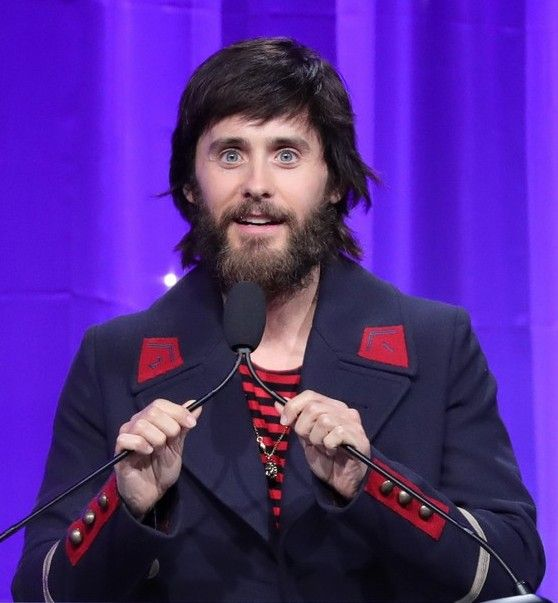 Jared http://www.justjared.com/photo-gallery/3878822/jared-leto-helps-honor-sue-kroll-at-venice-family-clinic-silver-circle-gala-2017-10/