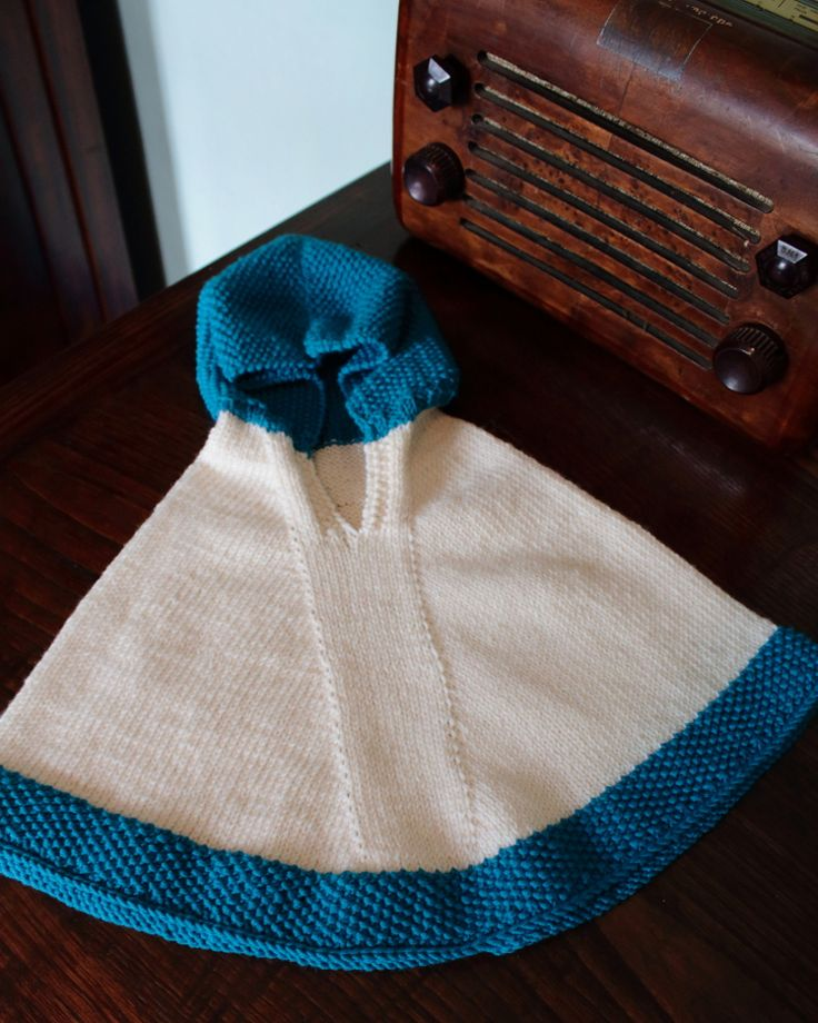 Poncho con cappuccio in pura lana merinos