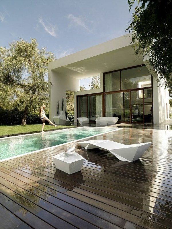 villa contemporaine, équipement blanc de l'extérieur