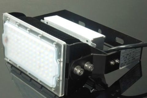 T300 LED T Rex 50 Watt Flood Light, Spot Light, Hi Bay, Wall Washer  Input Voltage 85-265 Vac  Rated IP65  Working Temperature -20 to +60 Degrees C  Power Factor >95  Available in a range of options.  Supply as standard Day Light White 4000k Contact us if preferred colour temperature is Warm White (3000k) or Cool White (6500k)  Choose Beam Angle, 30/60/110 Degree  Size 238x102x178mm  Weight 2.1kg  Choose Factory or Meanwell driver (50&100 watt Models)  Samsung LED 84 Chips Led Luminou...
