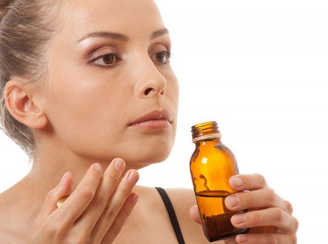 Si se puede dejar el aceite de almendras para una noche en los cabellos