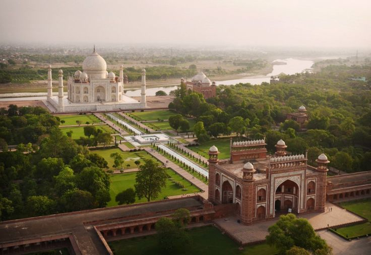 Taj Mahal, Agra, India - Sojourn.ro