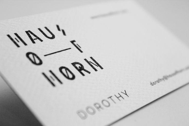 Tiszta fehér alapon fekete betűk - nem csak a legnépszerűbb kombináció egy névjegykártyán, de jelenleg a legújabb trendek is ezt diktálják. ;)  #businesscard #businesscardsdesign  http://buddhaprint.hu