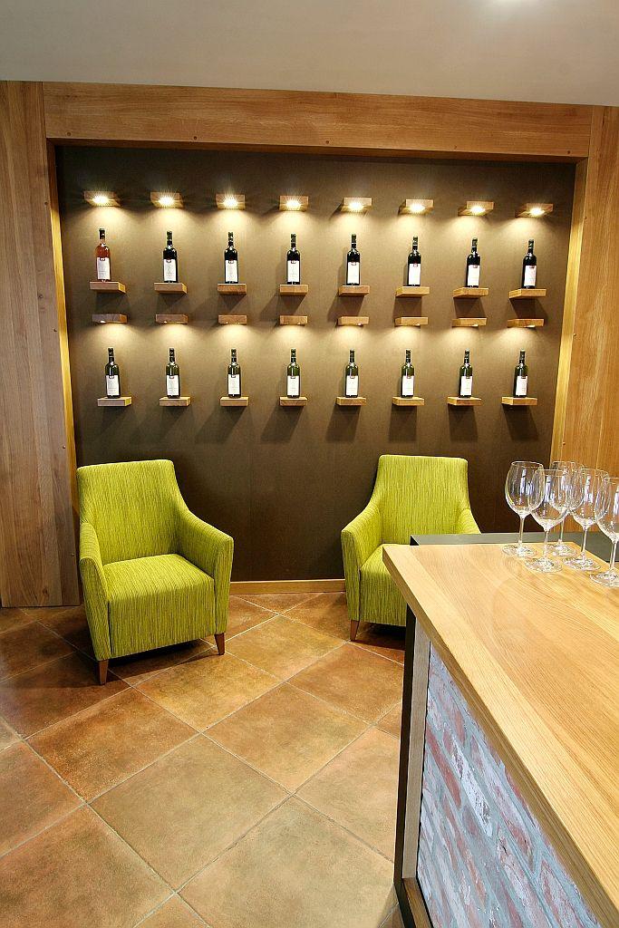 Vinársky hotel - vínna stena