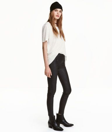 Black. Low-rise leggings in stretchy imitation leather. Quilted details on knees, mock pockets with decorative zips, and visible zip at front.