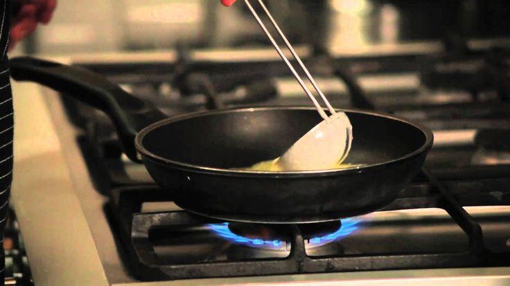 Larousse Cocina -- Cómo preparar crepas