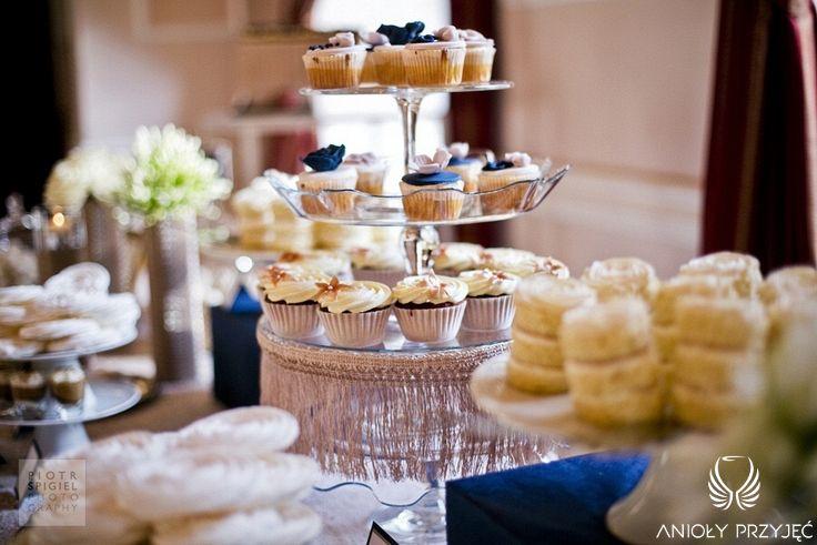 19. Platinum Gold Wedding, Sweet buffet, Cupcakes decoration / Platynowo złote wesele, Słodki bufet, Anioły Przyjęć
