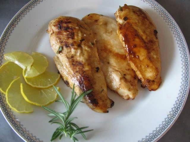 Limonlu Ve Biberiyeli Tavuk   -  Pınar Ergen #yemekmutfak.com Limonlu ve biberiyeli tavuk son derece hafif, çok pratik ve lezzetli bir yemek tarifidir.