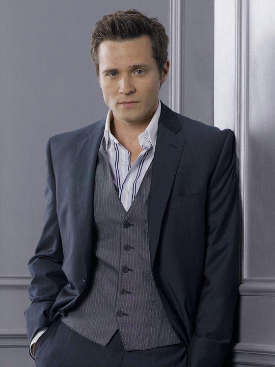 Seamus Dever/Detective Kevin Ryan from Castle. Love the vest, shirt, suit.