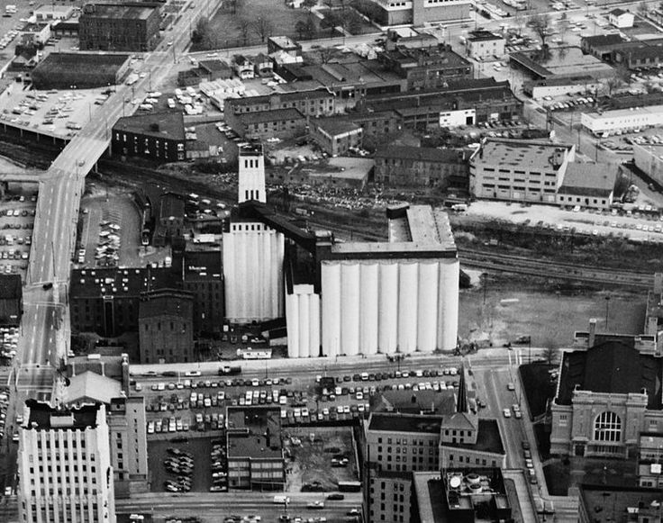 This Is The Quaker Oats Building I Remember In Downtown Akron Ohio It Has