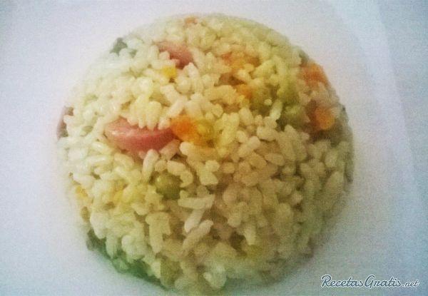 Aprende a preparar arroz mixto colombiano con esta rica y fácil receta. El arroz mixto con tres carnes es típico de Colombia, un plato muy utilizado en comidas...