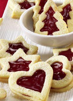 Fruchtige Weihnachtsplätzchen mit süßer Erdbeerkonfitüre…