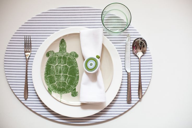 Octopus's Garden: la nuova collezione estiva 2014 di #Centrotavola #Milano. Tovaglietta all'americana atimacchia con piatto tartaruga in melamina. Dinnerware with stain resistant placemat and malamine plate turtle.