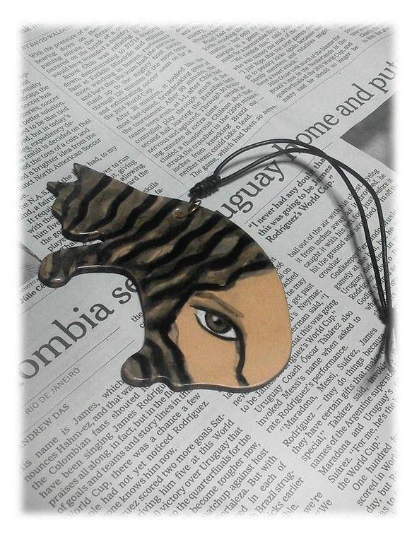 お洒落ニャンコのバックチャ-ム(大) No.8 キャットウ-マン 本革(タンロ-)に墨で女の人を描きました。存在感抜群です!!! 表面はレザ-コ-ト(アクリル...|ハンドメイド、手作り、手仕事品の通販・販売・購入ならCreema。