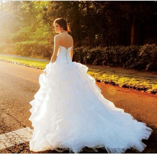 Beautiful wedding gown. Love the ruffles of the skirt