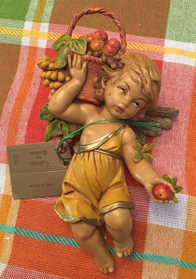 1990 E. SIMONELLI DEPOSE ITALY CHERUB WITH Basket of FRUIT Apple