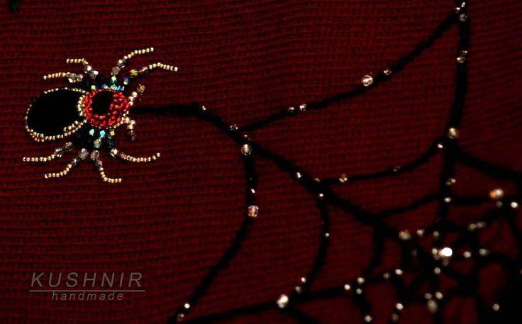 """Вот такой эксклюзивный пучок  из нашего нового свитера """" Бабье лето """". Жаль что фото не передает истенной красоты этого творения.......😊  #handwork   #knitting  #wool #felting #modafeminina #KUSHNIR #knitwear #embroidery #паук #паутина #ручнаяработа #брошьпаук #трикотажнаяодежда #свитерсвышивкой #яркаяодежда #вязаниеназаказ #вязаныйстиль #ropaexclusiva #ropahechaamano #hechoamano #bordadoamano #exclusivo #estilo #belleza #look"""
