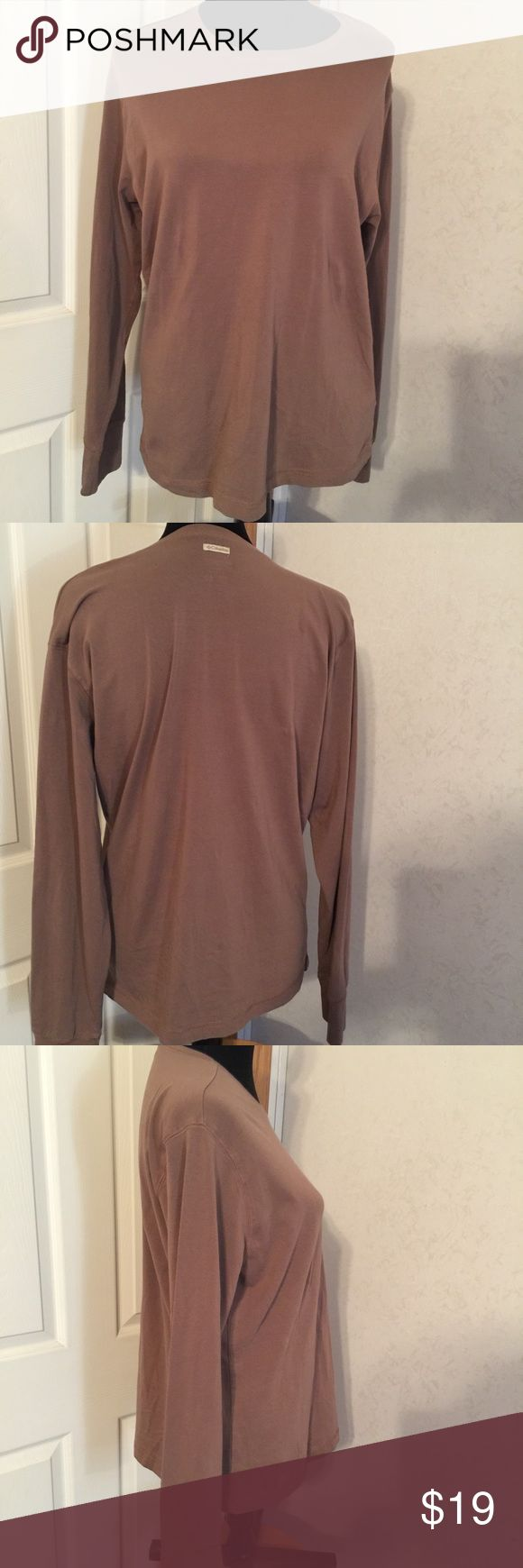 Columbia brown long sleeve top size XL. Columbia brown long sleeve top size XL. This is a great preowned top in good shape. Please view all pictures. Columbia Tops Tees - Long Sleeve