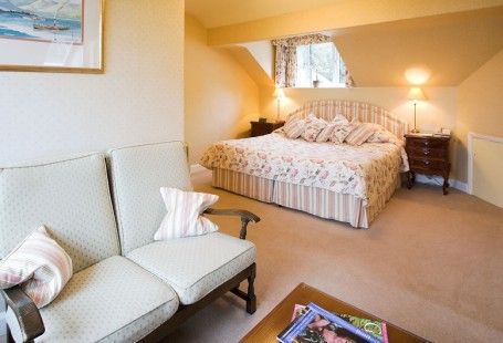 Rydal is a #SuperiorRoom on the second floor of our #CountyHouse in #Bowness, with good #Lake views www.lindethfell.co.uk/bedrooms/rydal