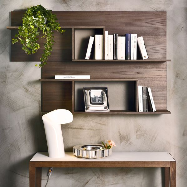 The wall hung Bunch shelf, designed by Giuliano and Gabriele Cappelletti for Pacini e Cappellini, is finished in stylish ash veneer. The modern display unit is ideal for contemporary decor schemes.
